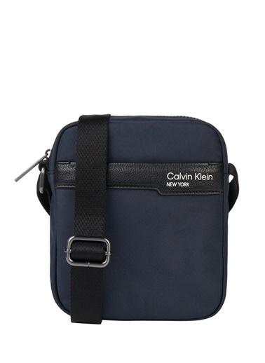 Calvin Klein Calvin Klein Erkek Lacivert Postacı Çantası Lacivert